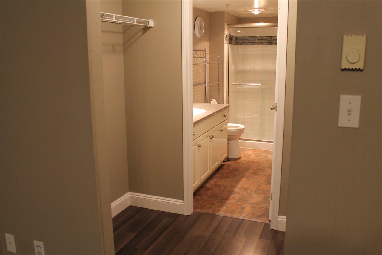 Condo Apartment at 101 32044 OLD YALE ROAD, Unit 101, Abbotsford, British Columbia. Image 6