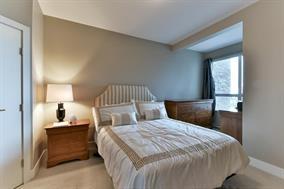 Condo Apartment at 307 1420 JOHNSTON ROAD, Unit 307, South Surrey White Rock, British Columbia. Image 7