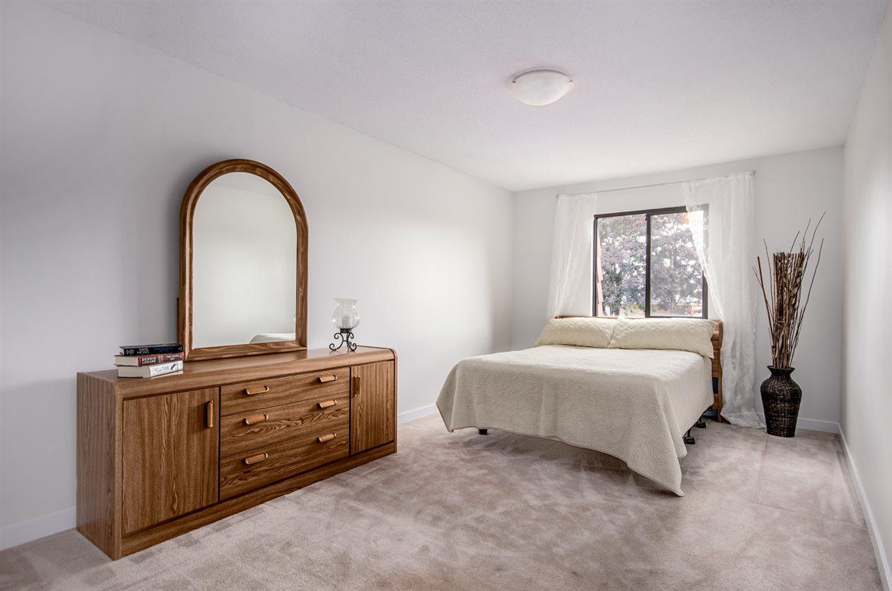 Half-duplex at 4991 MARIPOSA COURT, Richmond, British Columbia. Image 7