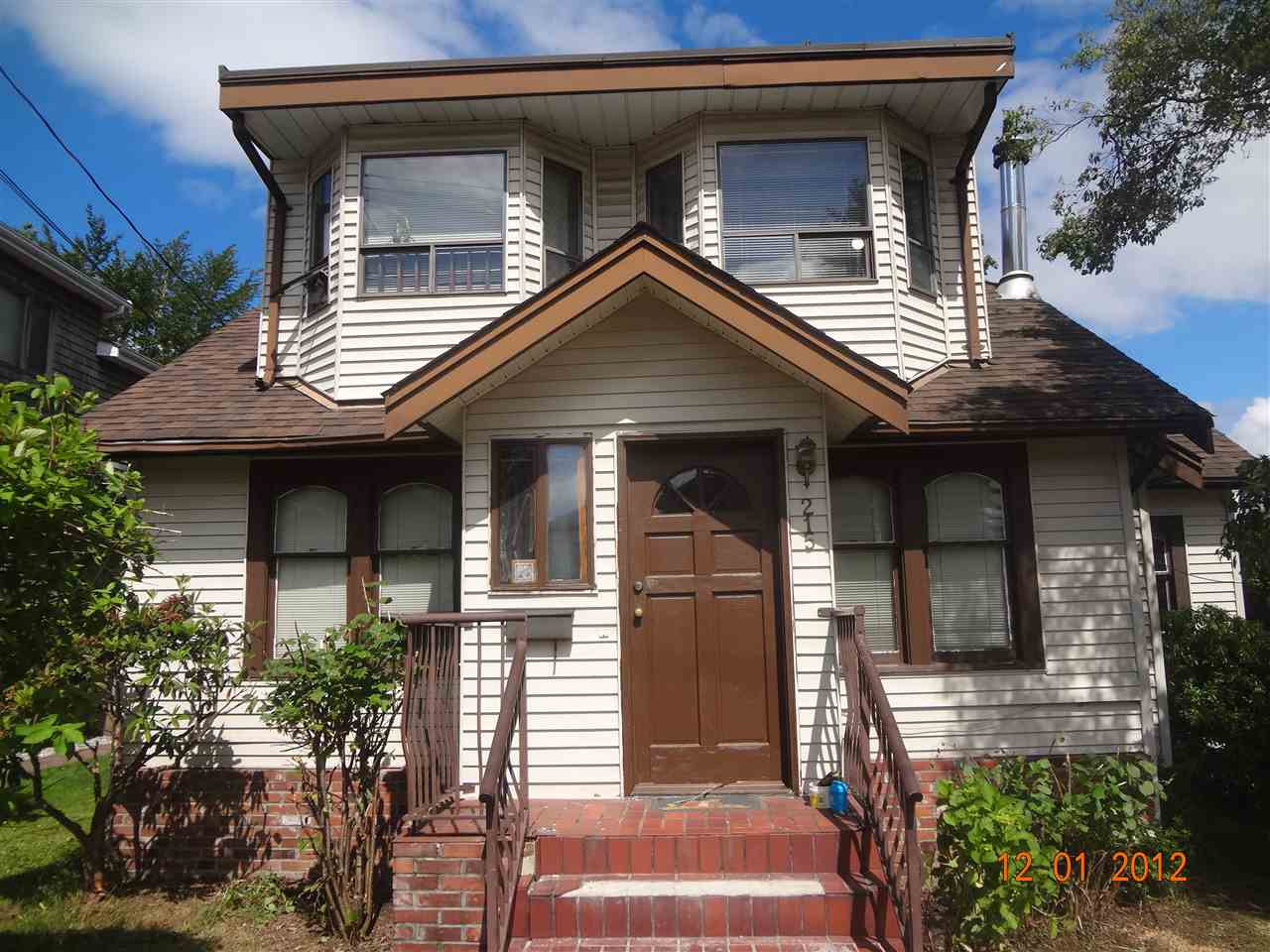 Detached at 215 PRINCESS STREET, New Westminster, British Columbia. Image 2
