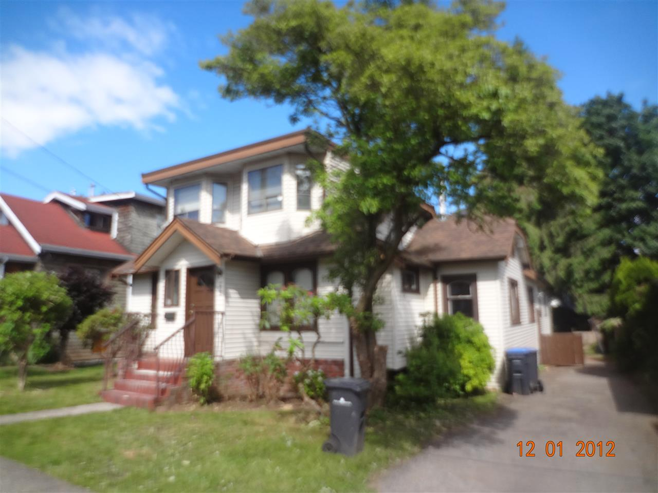 Detached at 215 PRINCESS STREET, New Westminster, British Columbia. Image 3