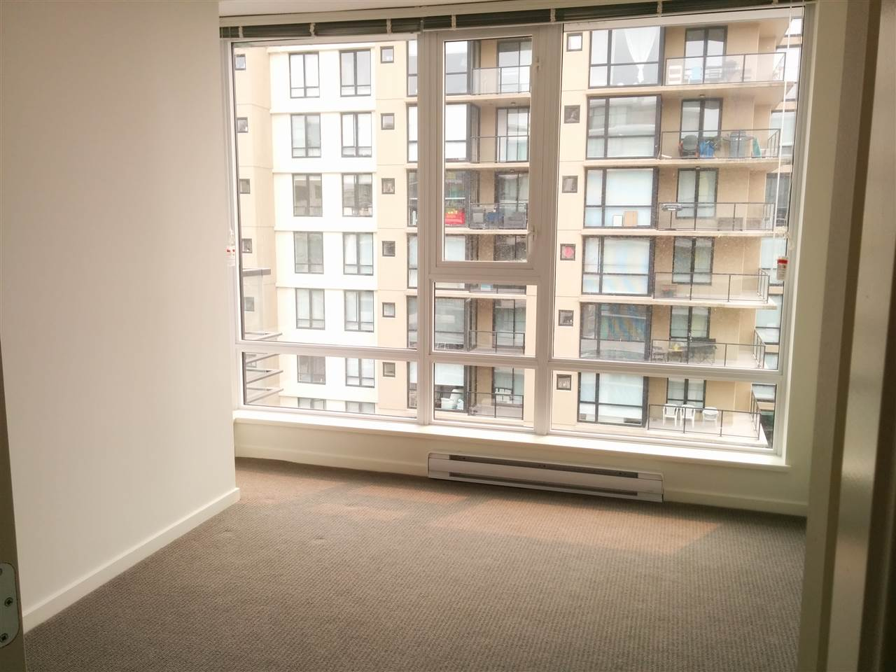 Condo Apartment at 1310 7733 FIRBRIDGE WAY, Unit 1310, Richmond, British Columbia. Image 5