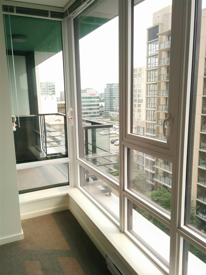 Condo Apartment at 1310 7733 FIRBRIDGE WAY, Unit 1310, Richmond, British Columbia. Image 6