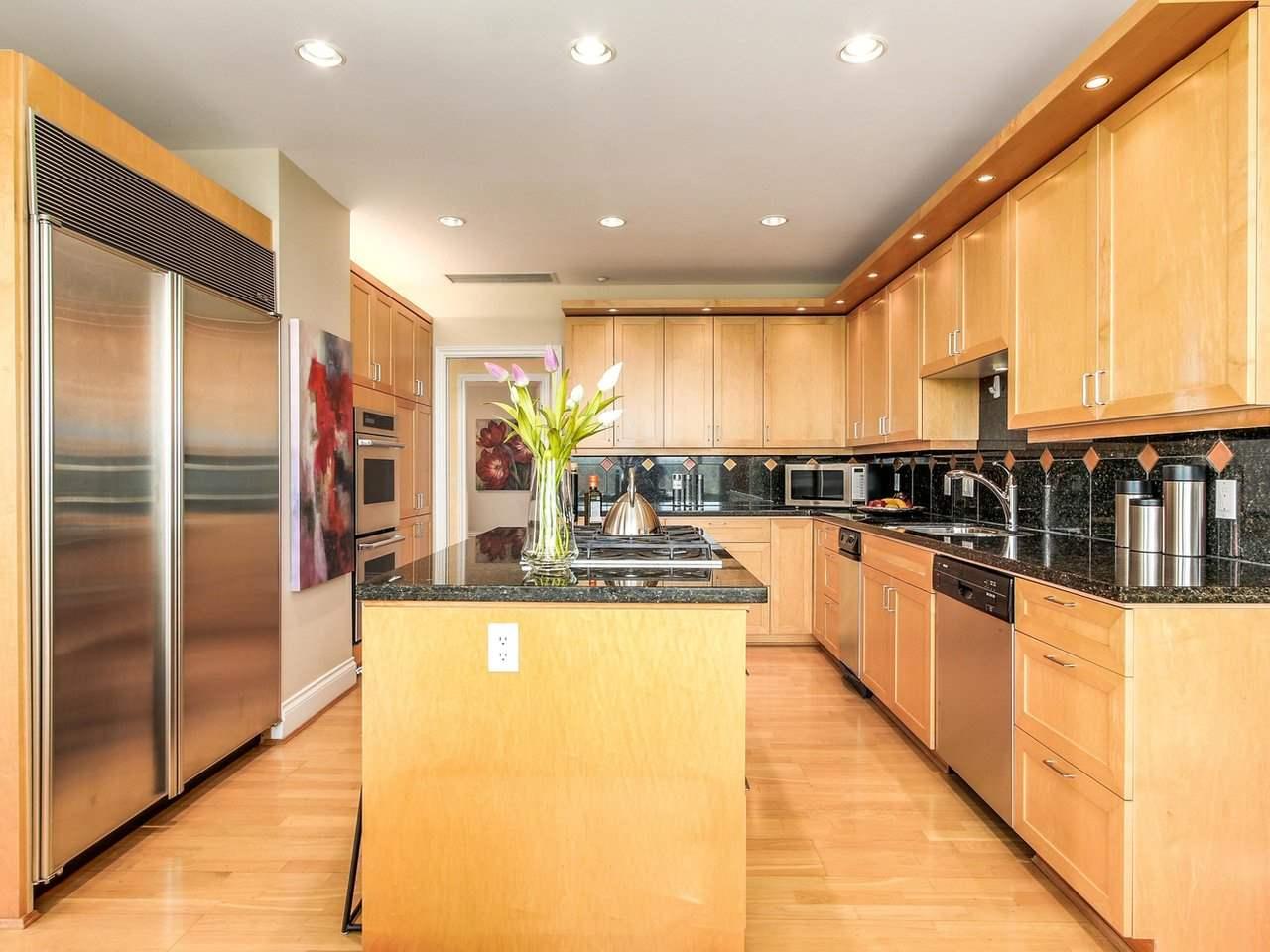 Condo Apartment at PH2 1777 BAYSHORE DRIVE, Unit PH2, Vancouver West, British Columbia. Image 11