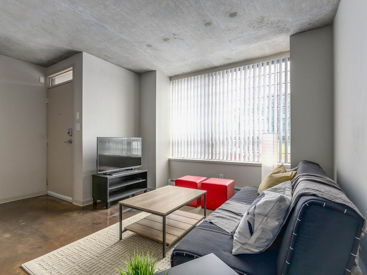 Condo Apartment at 905 STATION STREET, Vancouver East, British Columbia. Image 2
