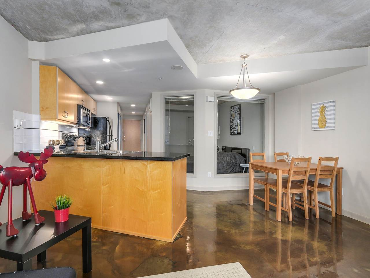 Condo Apartment at 905 STATION STREET, Vancouver East, British Columbia. Image 3