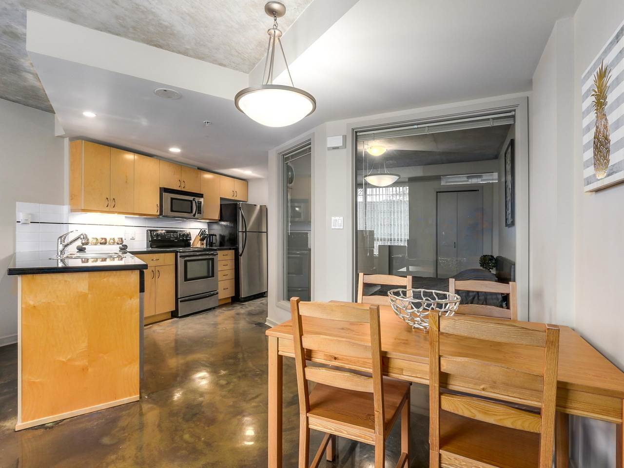 Condo Apartment at 905 STATION STREET, Vancouver East, British Columbia. Image 4