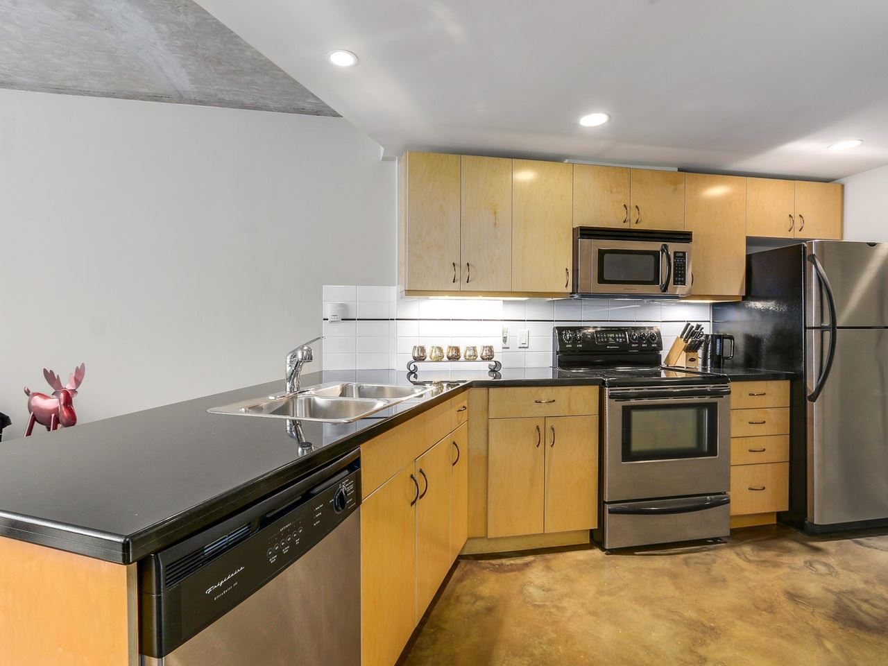 Condo Apartment at 905 STATION STREET, Vancouver East, British Columbia. Image 5