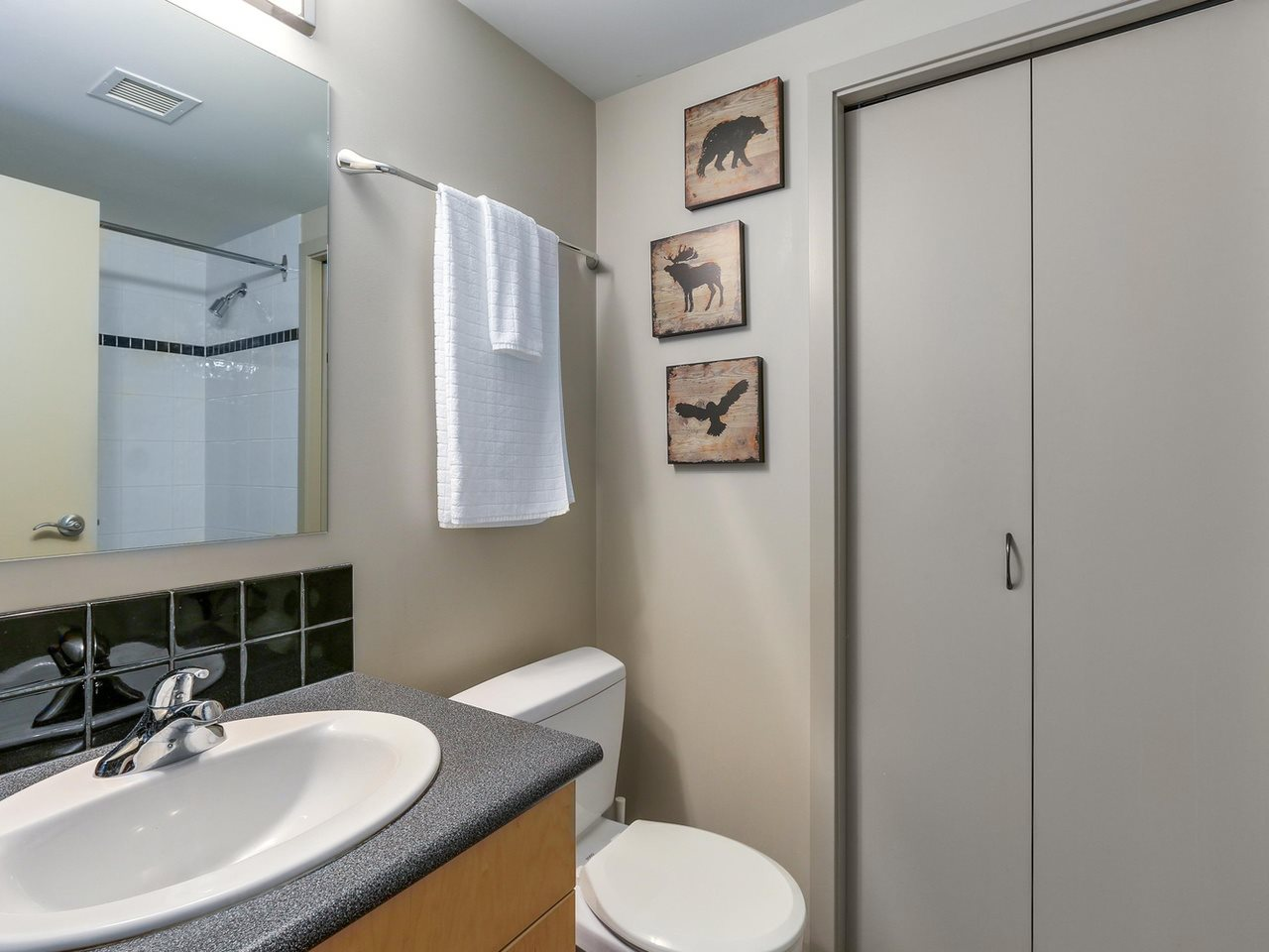 Condo Apartment at 905 STATION STREET, Vancouver East, British Columbia. Image 8