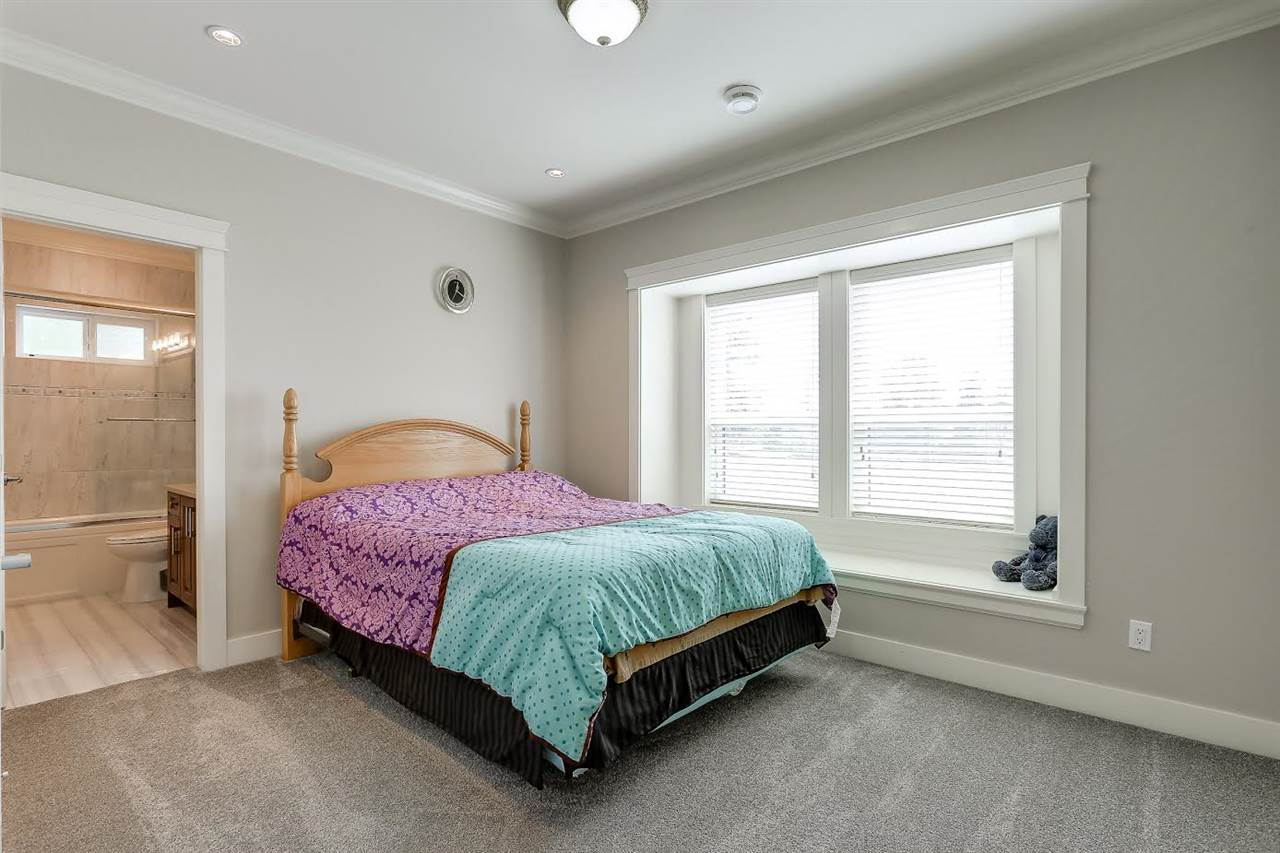 Detached at 6508 MARINE DRIVE, Burnaby South, British Columbia. Image 13
