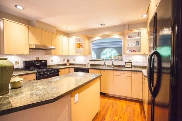 Townhouse at 4 1651 PARKWAY BOULEVARD, Unit 4, Coquitlam, British Columbia. Image 5