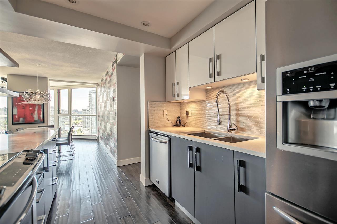 Condo Apartment at 1702 289 DRAKE STREET, Unit 1702, Vancouver West, British Columbia. Image 3