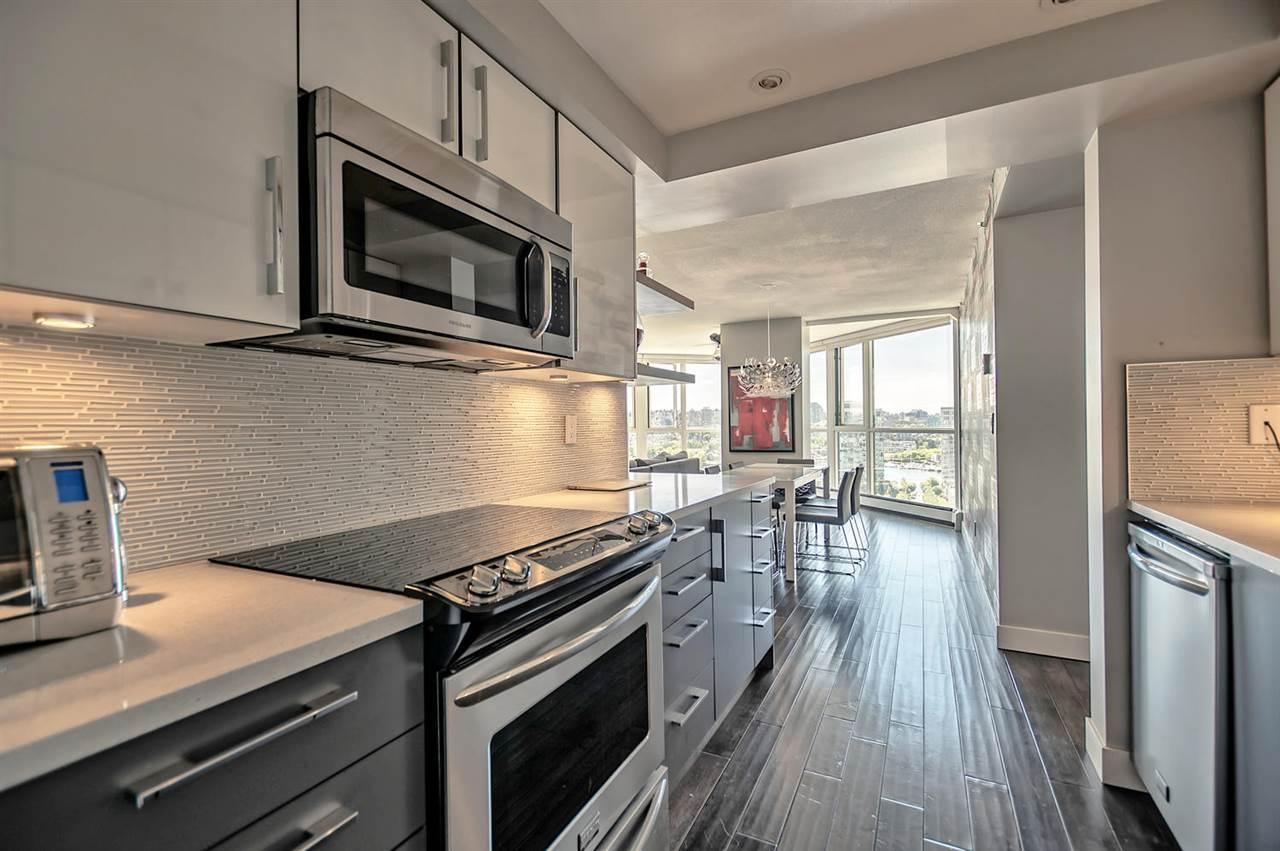 Condo Apartment at 1702 289 DRAKE STREET, Unit 1702, Vancouver West, British Columbia. Image 4