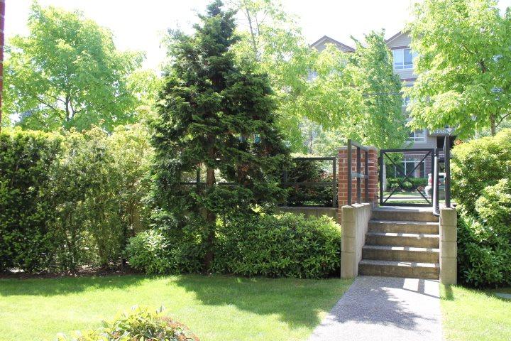 Condo Apartment at 114 1787 154 STREET, Unit 114, South Surrey White Rock, British Columbia. Image 3