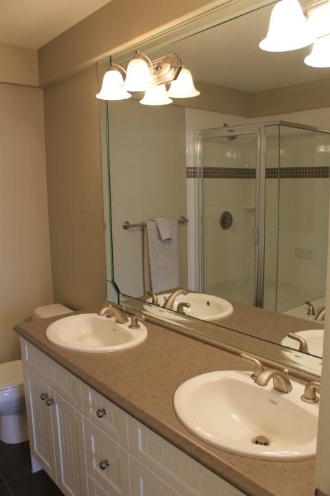 Condo Apartment at 114 1787 154 STREET, Unit 114, South Surrey White Rock, British Columbia. Image 12