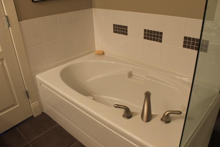 Condo Apartment at 114 1787 154 STREET, Unit 114, South Surrey White Rock, British Columbia. Image 13