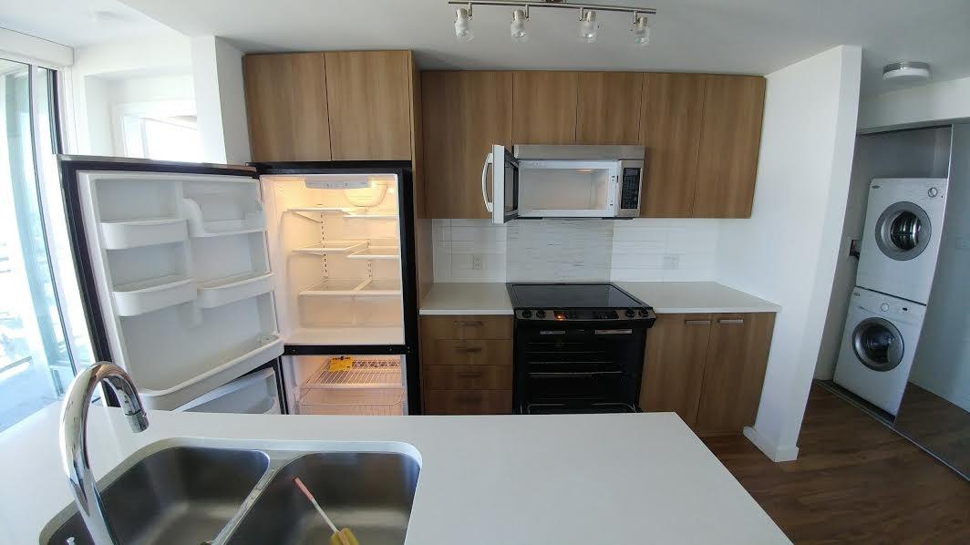 Condo Apartment at 3505 13325 102A AVENUE, Unit 3505, North Surrey, British Columbia. Image 6