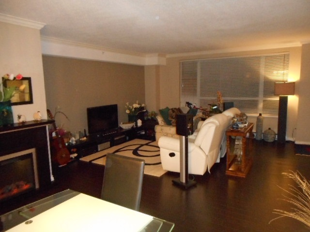 Condo Apartment at 201 7760 GRANVILLE AVENUE, Unit 201, Richmond, British Columbia. Image 9