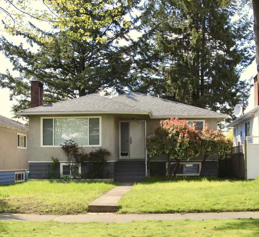 Detached at 6975 VIVIAN STREET, Vancouver East, British Columbia. Image 2