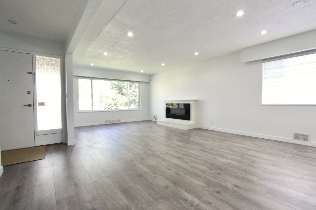 Detached at 6975 VIVIAN STREET, Vancouver East, British Columbia. Image 3