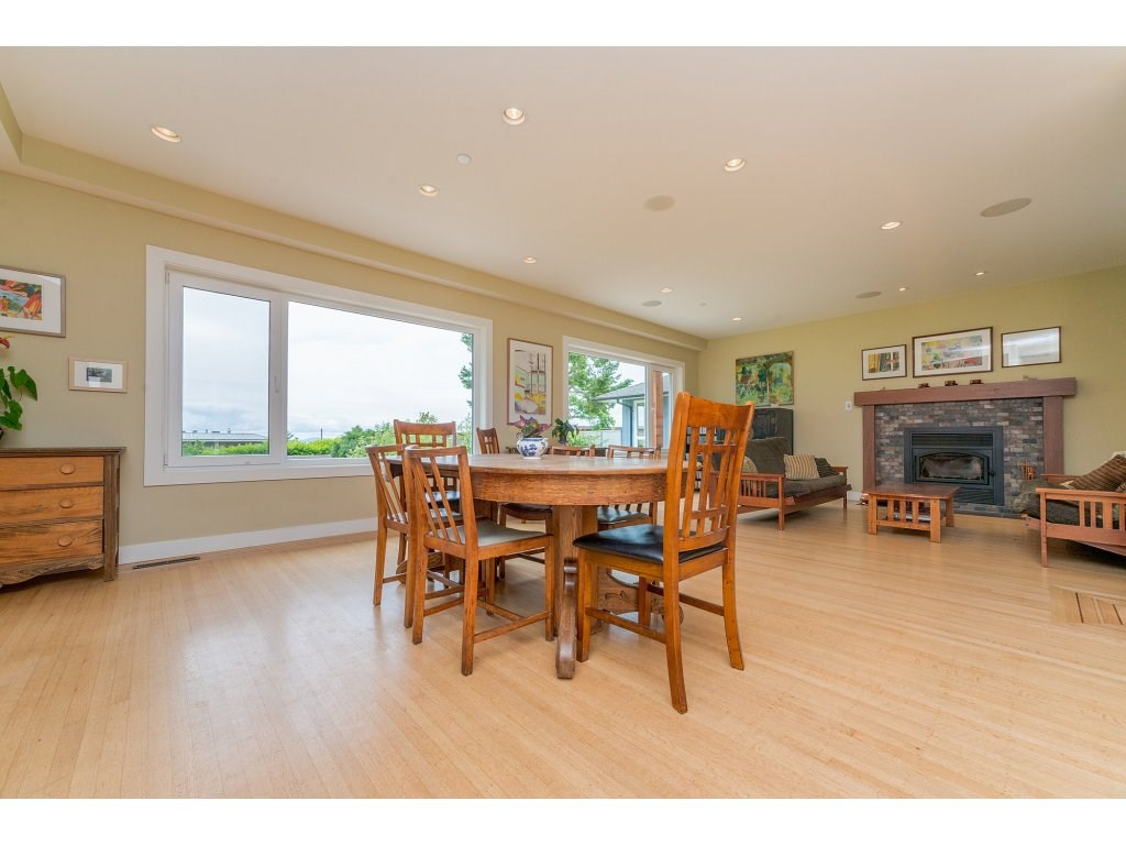 Detached at 14210 MALABAR AVENUE, South Surrey White Rock, British Columbia. Image 3