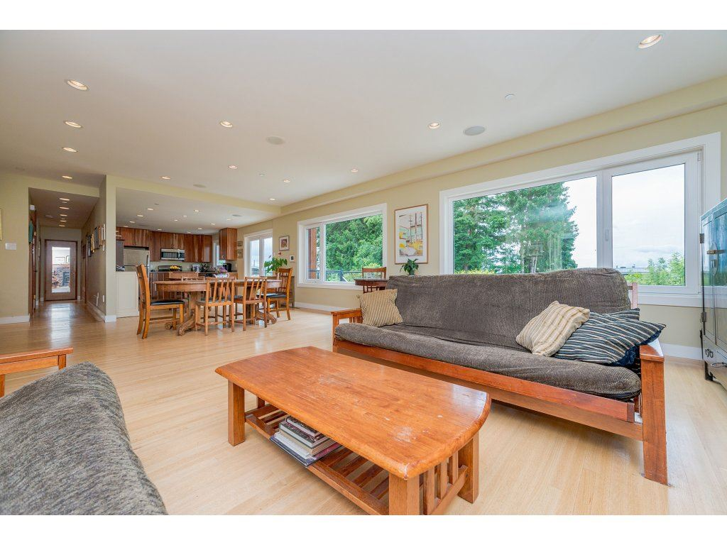 Detached at 14210 MALABAR AVENUE, South Surrey White Rock, British Columbia. Image 5