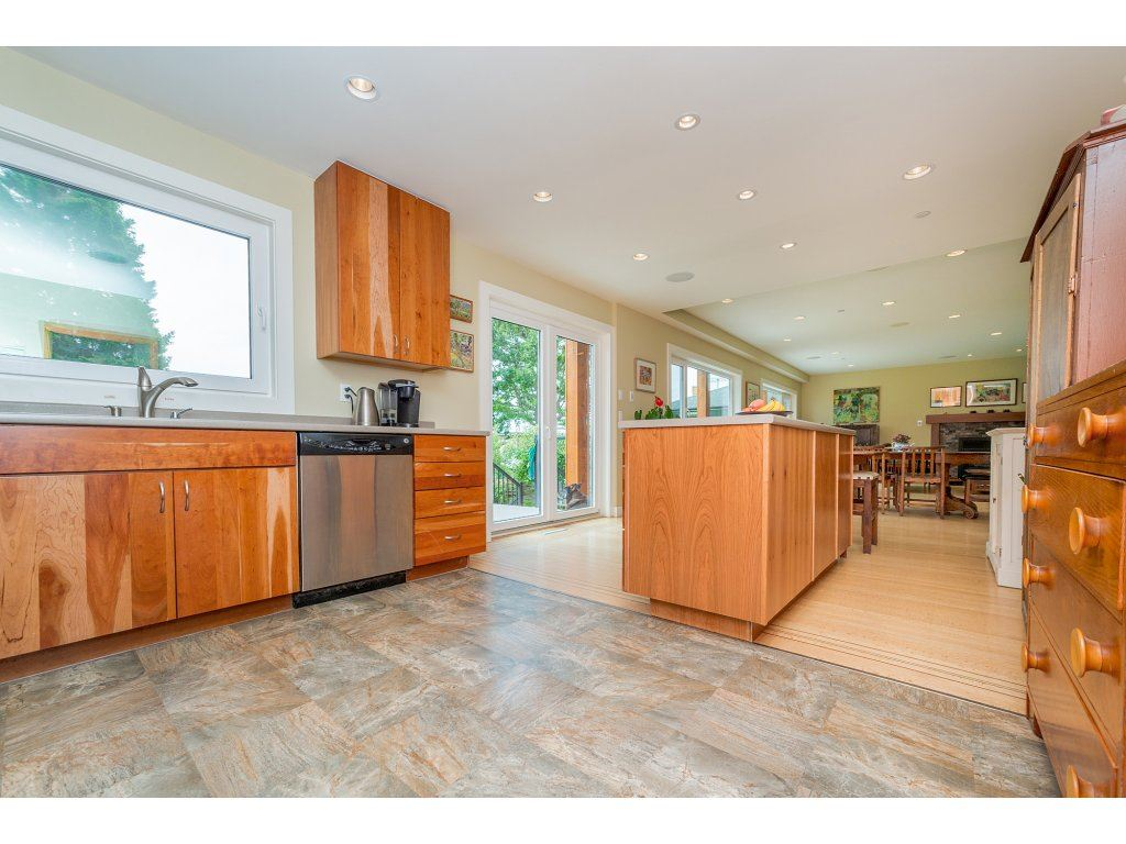 Detached at 14210 MALABAR AVENUE, South Surrey White Rock, British Columbia. Image 9