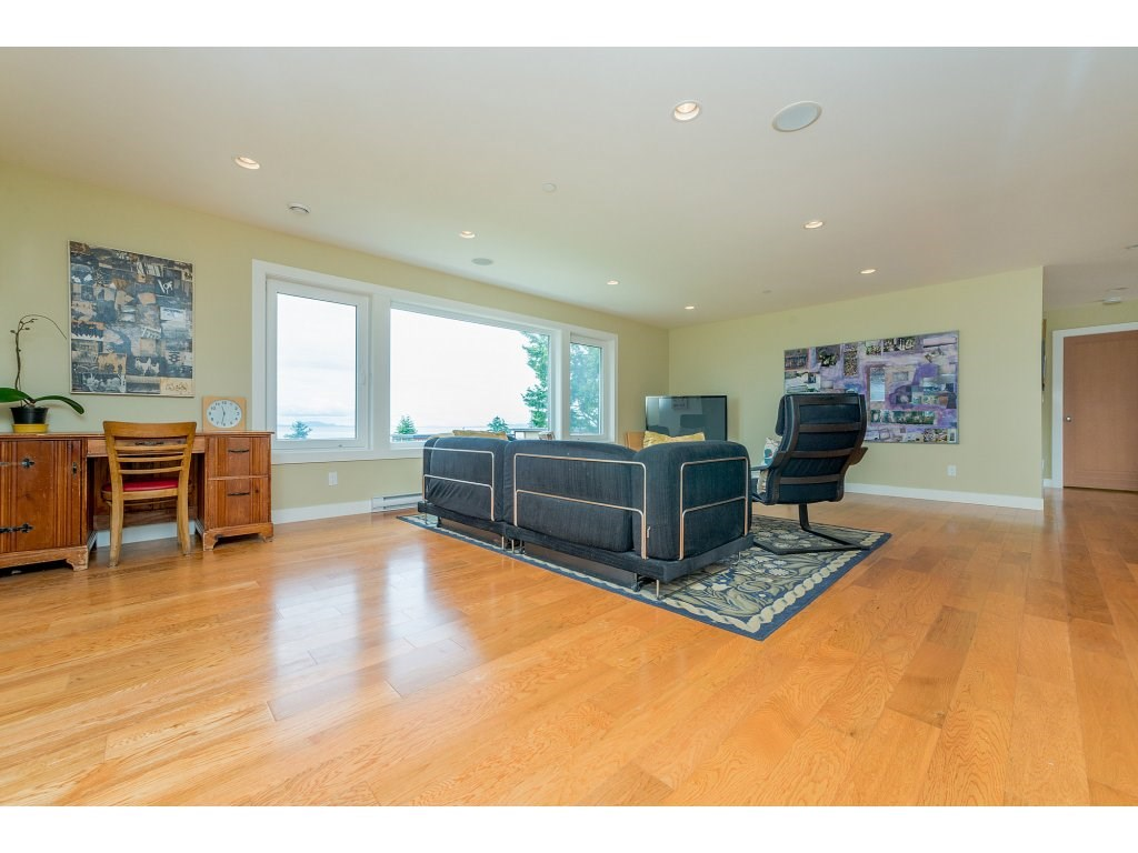 Detached at 14210 MALABAR AVENUE, South Surrey White Rock, British Columbia. Image 10