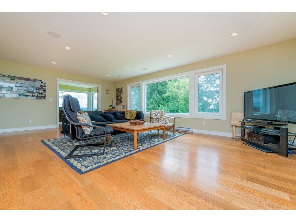 Detached at 14210 MALABAR AVENUE, South Surrey White Rock, British Columbia. Image 11