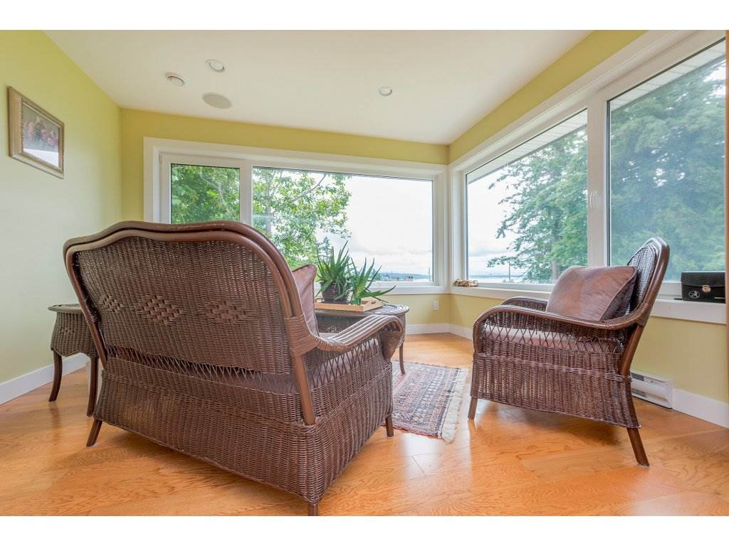 Detached at 14210 MALABAR AVENUE, South Surrey White Rock, British Columbia. Image 12