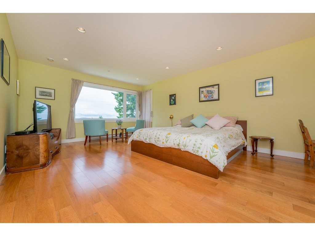 Detached at 14210 MALABAR AVENUE, South Surrey White Rock, British Columbia. Image 14