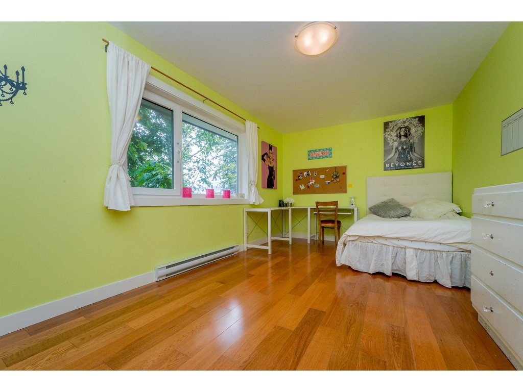 Detached at 14210 MALABAR AVENUE, South Surrey White Rock, British Columbia. Image 17