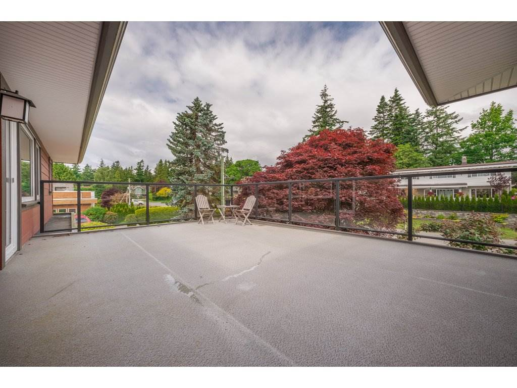 Detached at 14210 MALABAR AVENUE, South Surrey White Rock, British Columbia. Image 18