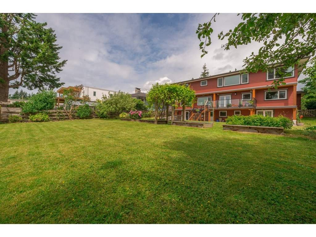 Detached at 14210 MALABAR AVENUE, South Surrey White Rock, British Columbia. Image 19
