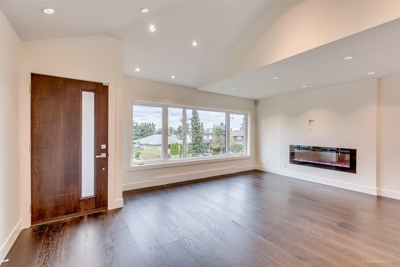 Half-duplex at 384 E 4TH STREET, North Vancouver, British Columbia. Image 2