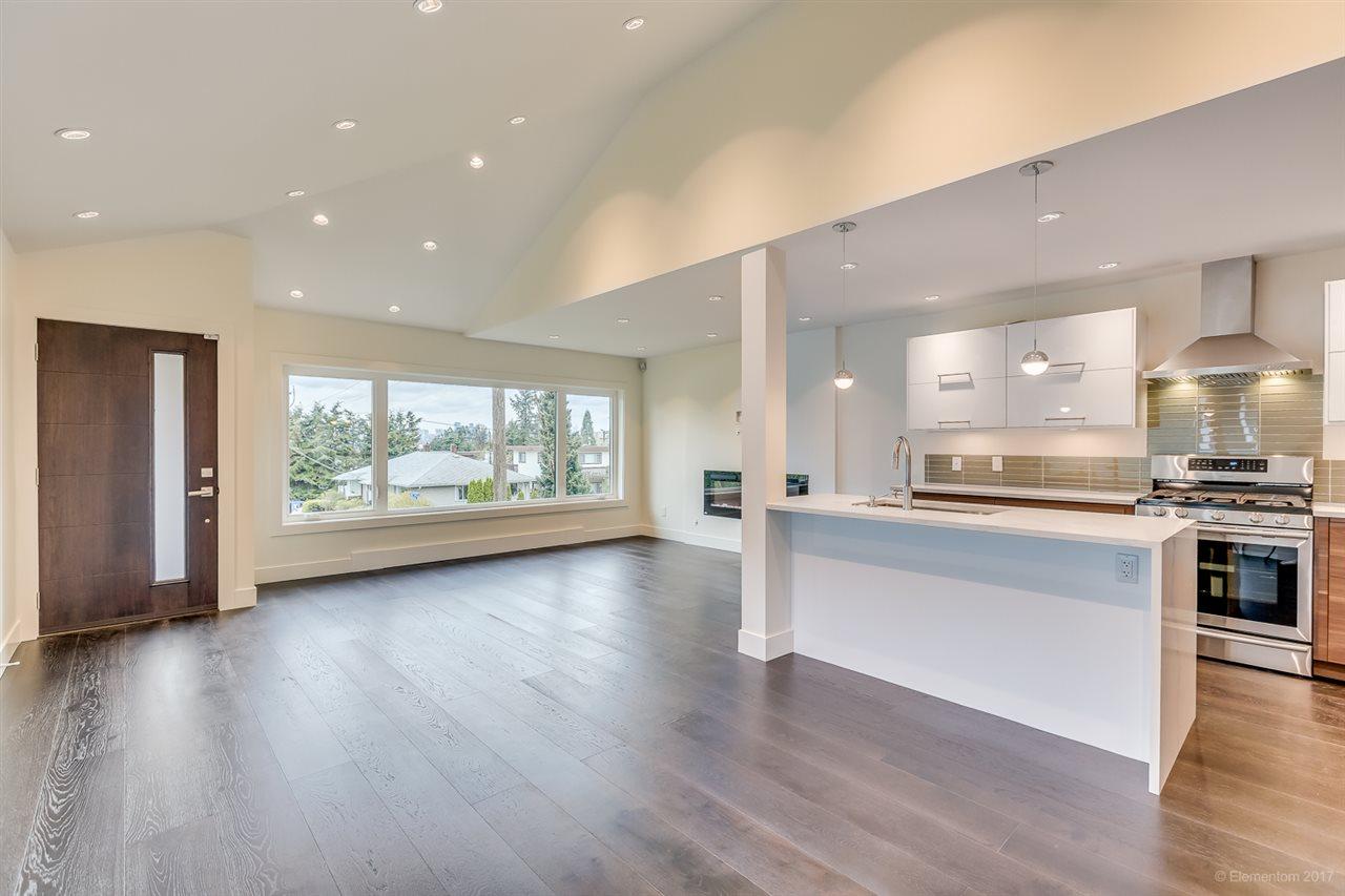 Half-duplex at 384 E 4TH STREET, North Vancouver, British Columbia. Image 3
