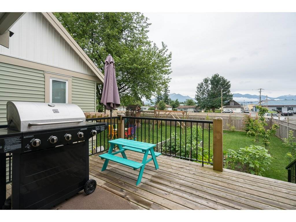 Detached at 46000 THIRD AVENUE, Chilliwack, British Columbia. Image 2
