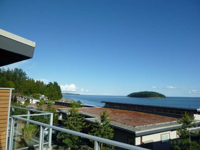 Townhouse at 5398 WAKEFIELD BEACH LANE, Sunshine Coast, British Columbia. Image 1