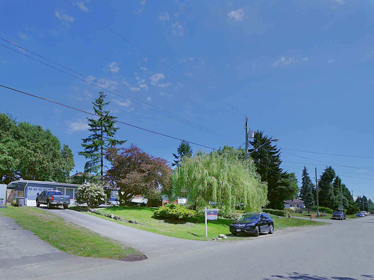 Detached at 10316 127 STREET, North Surrey, British Columbia. Image 2