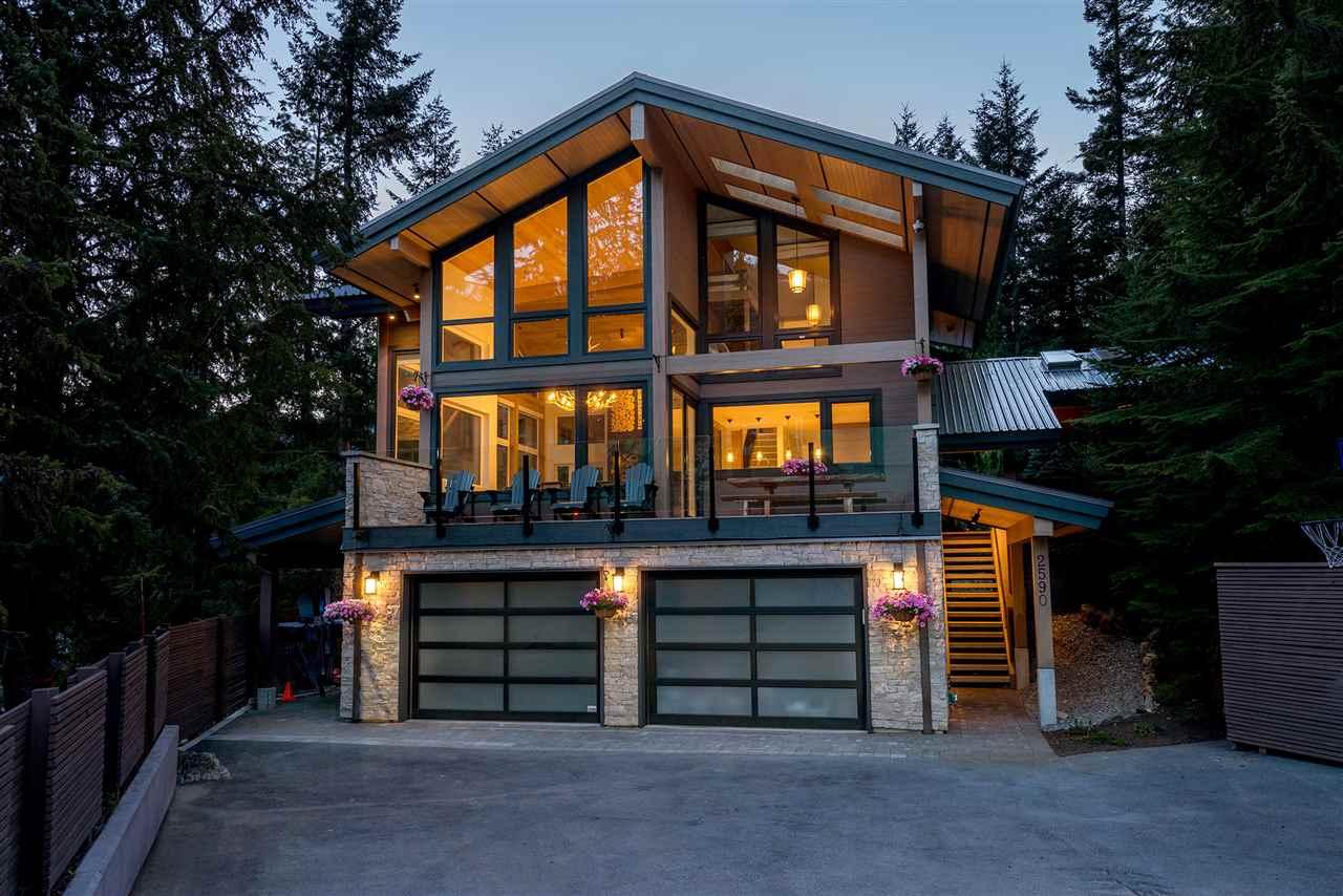 Detached at 2590 SNOWRIDGE CRESCENT, Whistler, British Columbia. Image 20