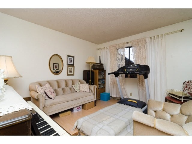 Half-duplex at 7267 130A STREET, Surrey, British Columbia. Image 2
