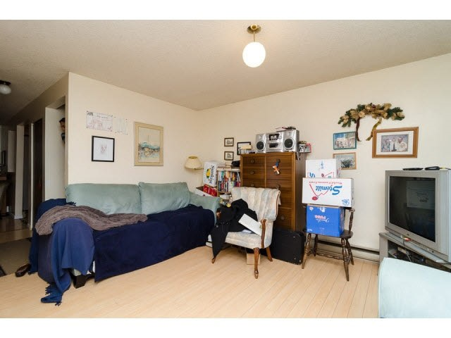 Half-duplex at 7267 130A STREET, Surrey, British Columbia. Image 6