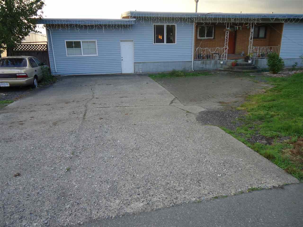 Detached at 33629 CLAYBURN ROAD, Abbotsford, British Columbia. Image 1