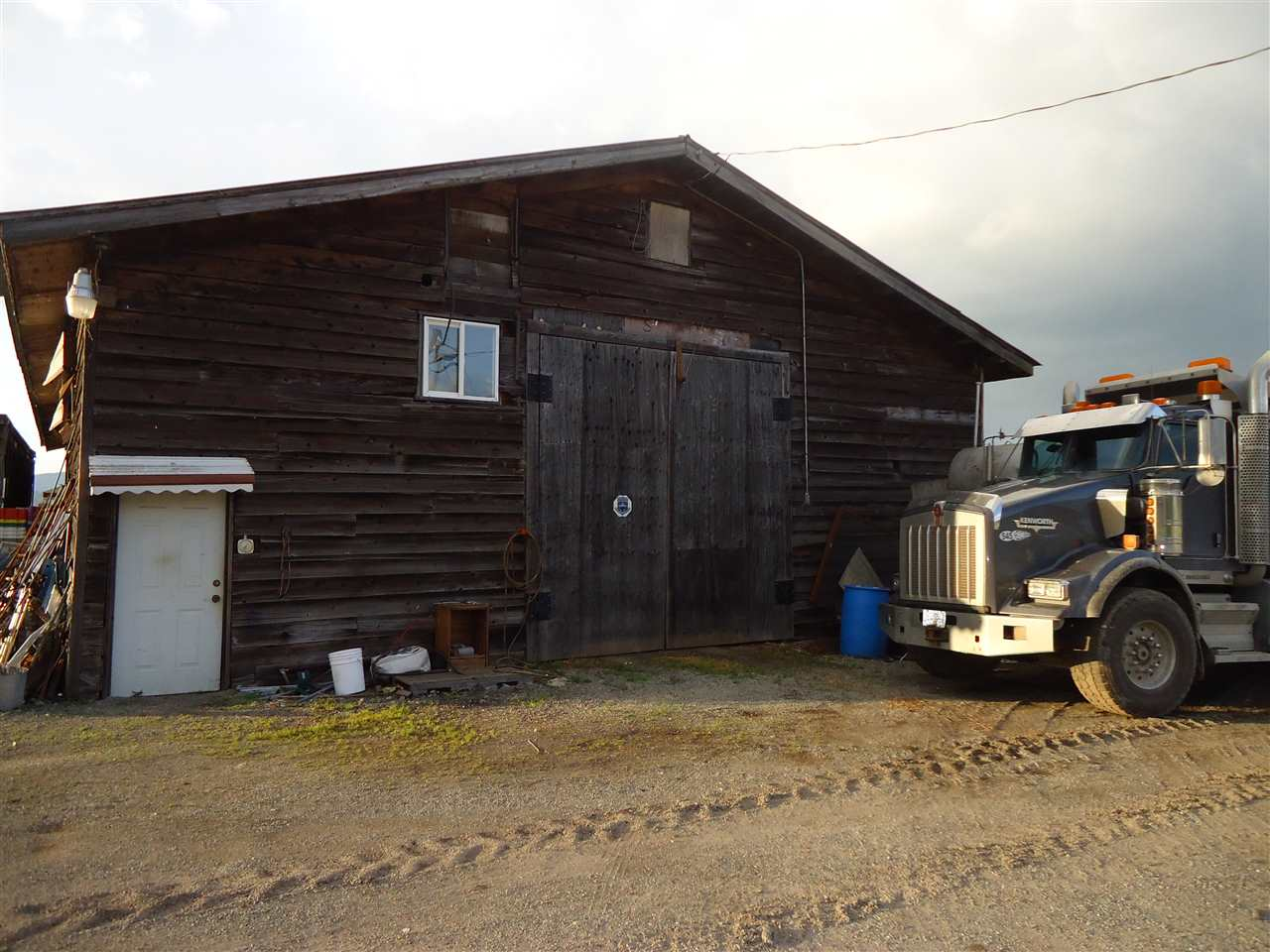 Detached at 33629 CLAYBURN ROAD, Abbotsford, British Columbia. Image 10