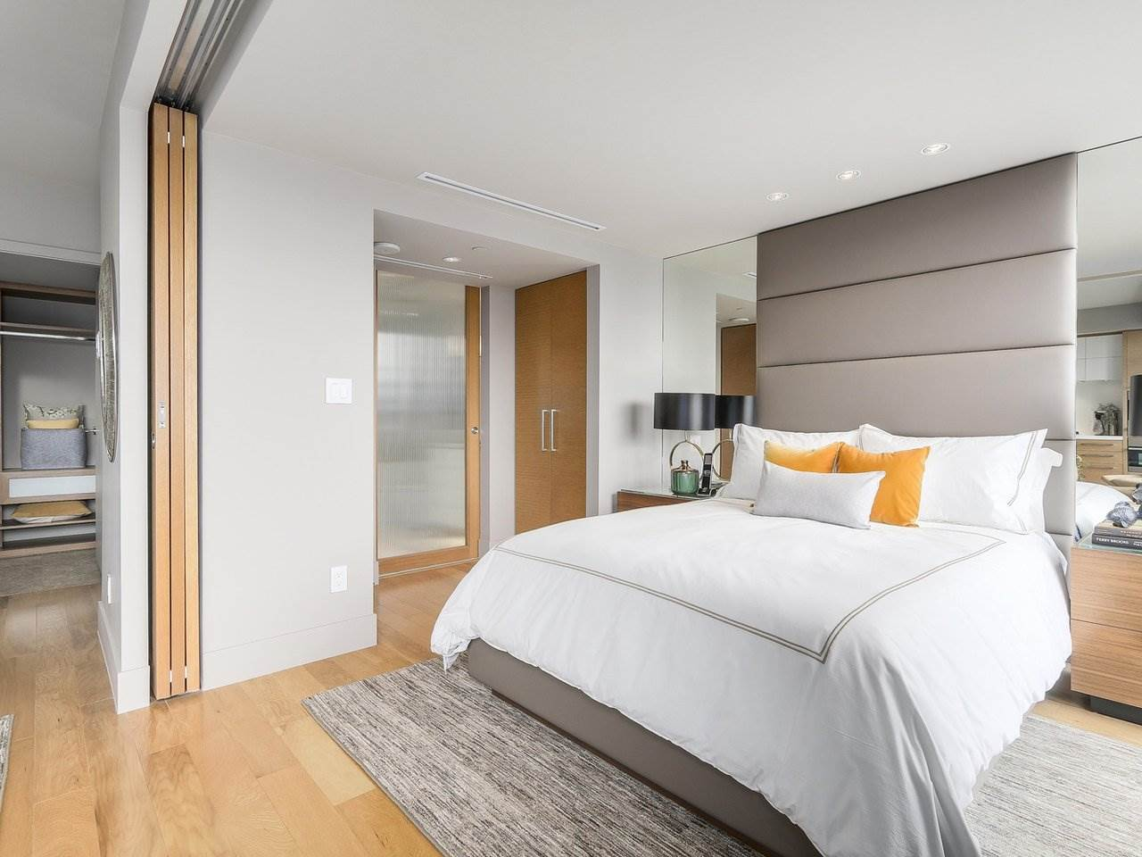 Condo Apartment at 2703 667 HOWE STREET, Unit 2703, Vancouver West, British Columbia. Image 11