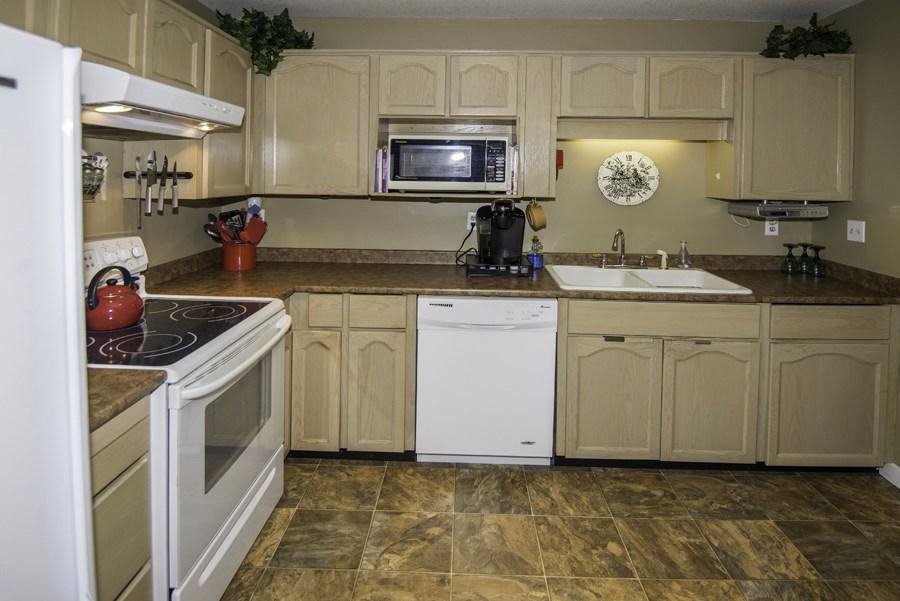 Condo Apartment at 160 8600 LANSDOWNE ROAD, Unit 160, Richmond, British Columbia. Image 5