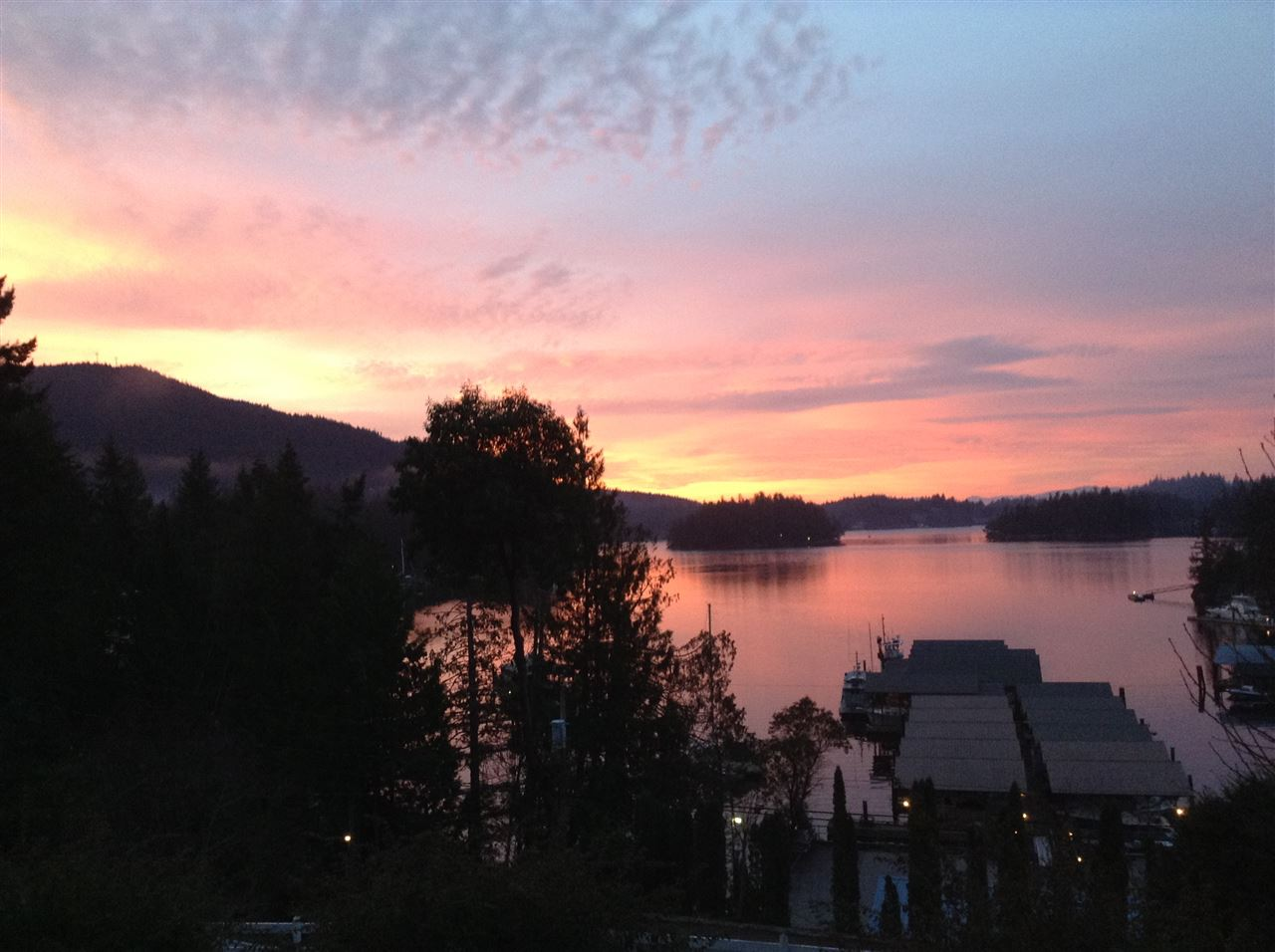 Detached at 4789 SINCLAIR BAY ROAD, Sunshine Coast, British Columbia. Image 1