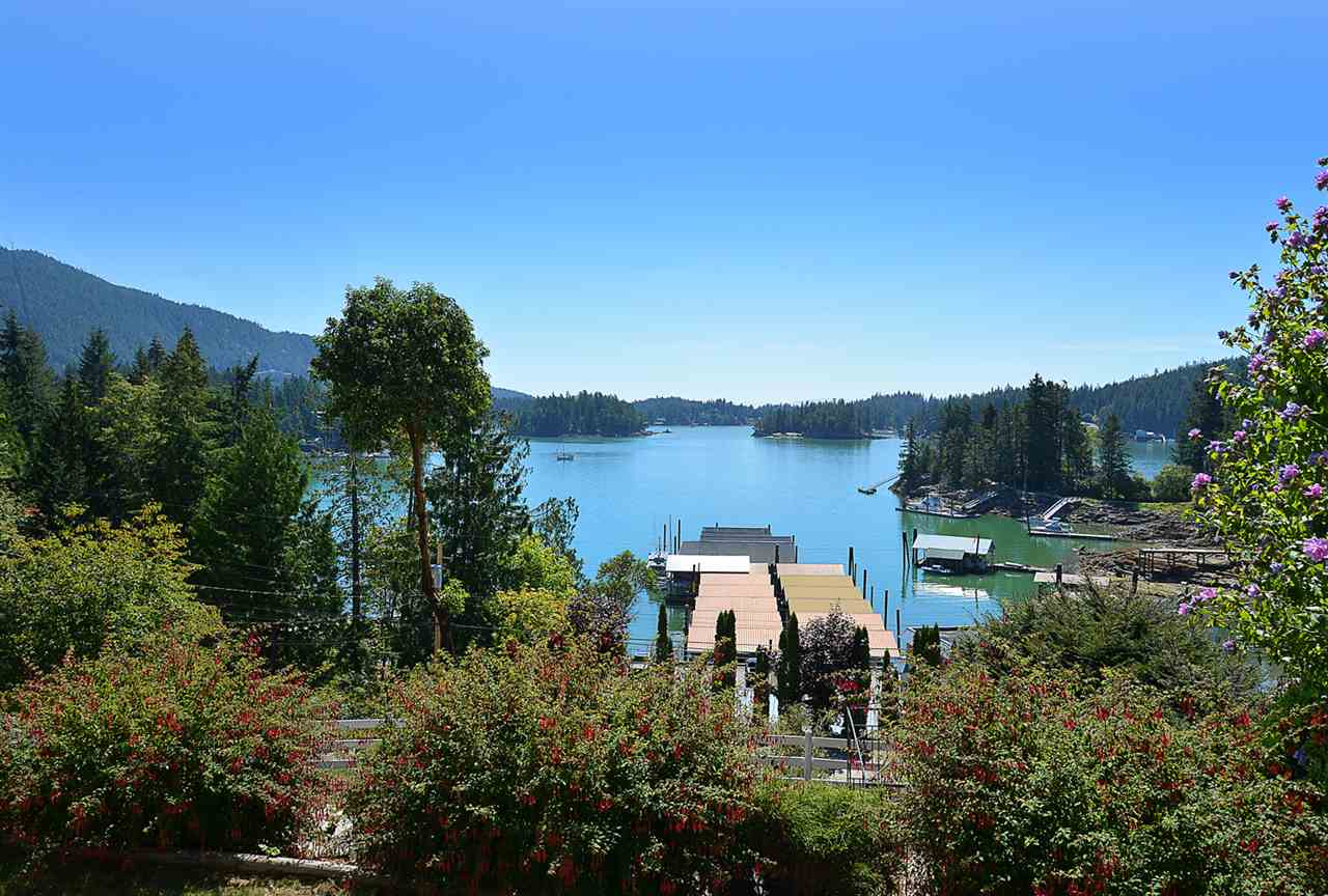 Detached at 4789 SINCLAIR BAY ROAD, Sunshine Coast, British Columbia. Image 2