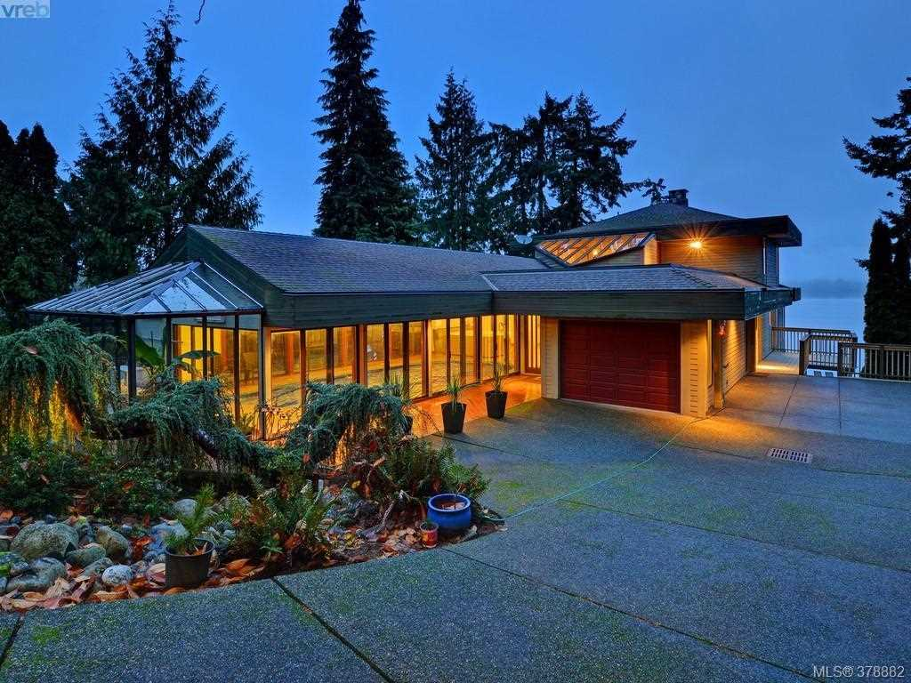Detached at 7442 MARK LANE, Out of Town, British Columbia. Image 3