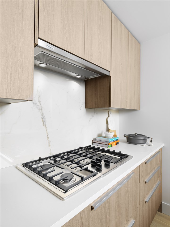 Condo Apartment at 702 1236 27TH STREET, Unit 702, North Vancouver, British Columbia. Image 7